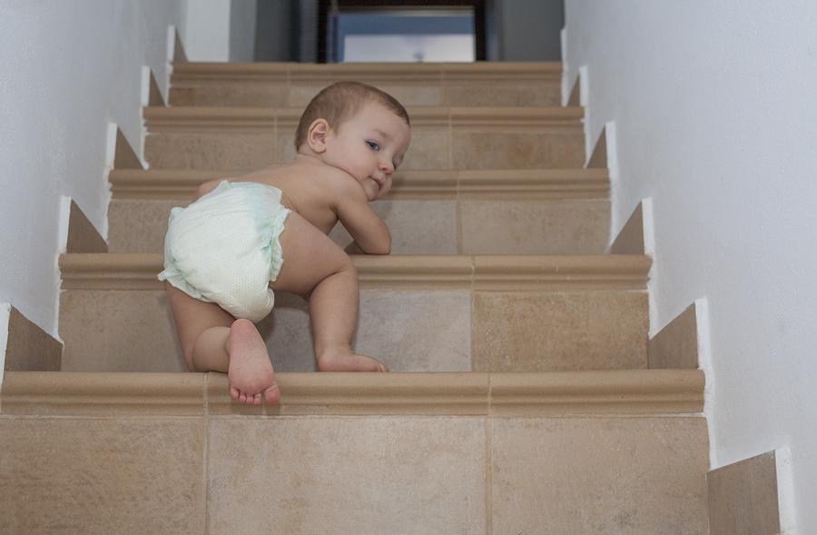 treppenschutzgitter f r babys sicherheit f r ihr kind. Black Bedroom Furniture Sets. Home Design Ideas